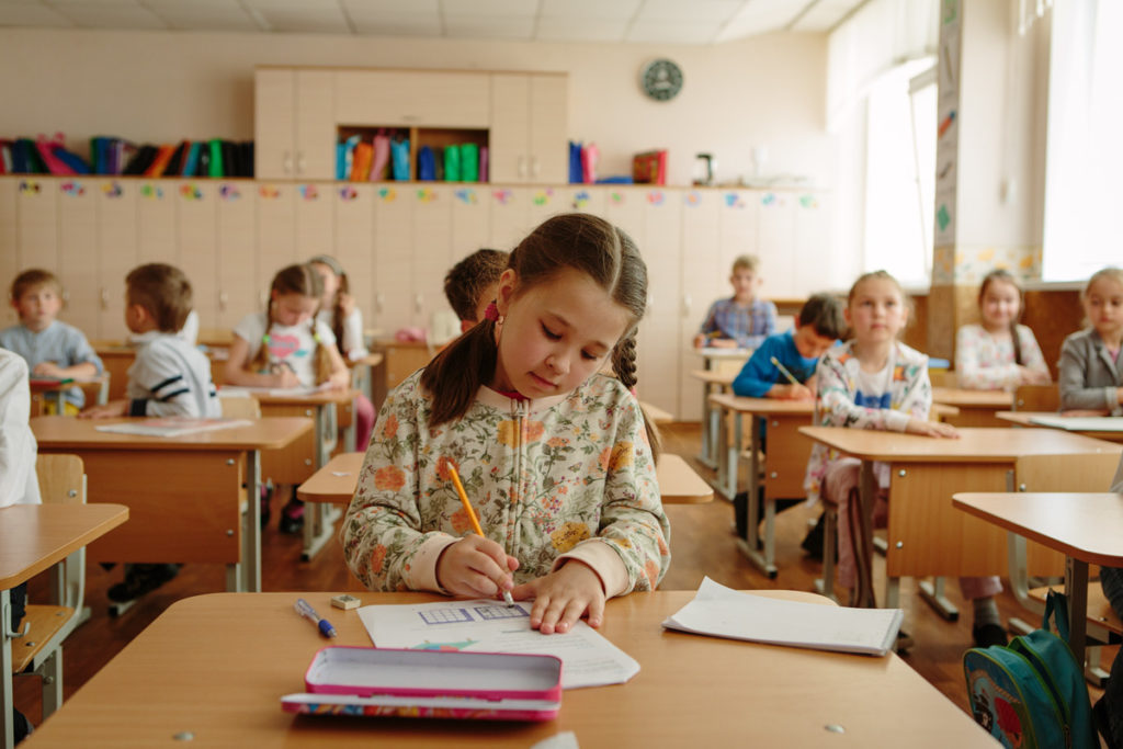 развитие интеллектуальных способностей у детей: фото с олимпиады LogicLike